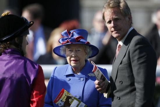 女王套装礼帽 优雅出席