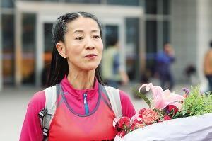 54岁患癌妈妈参跑重庆马拉松:感谢大家的陪跑