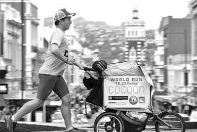 英国男子跑步环游世界 621天穿过26个国家