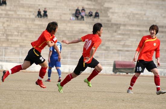 郑林国首开纪录朴成锁胜局延边主场4比1击败南京