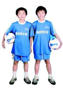 姐弟俩在校队时的照片,能分清谁是姐姐吗?