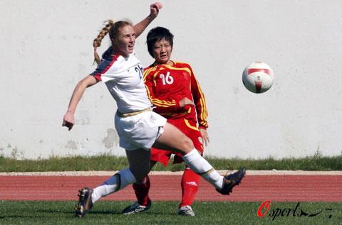 图文-阿杯首轮中国女足0-4美国刘亚莉从容不迫