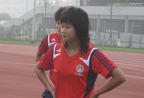 图文-中国女足天津训练第2日大运动量后十分疲惫