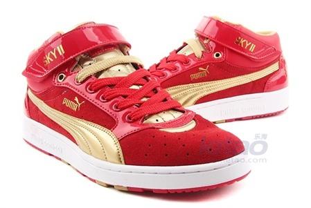 红色中性怀旧运动鞋
