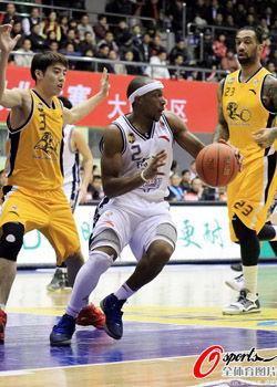 张凯18分10篮板末节爆发东莞击败广厦队取6连胜