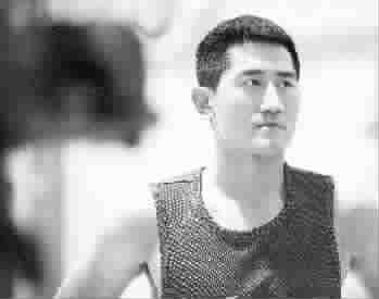 四川球员吕晓明投篮没过关图