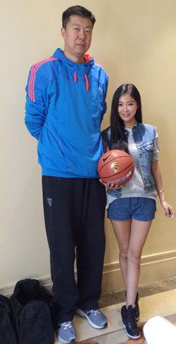声色NBA女主播空降昆明对话王治郅追风少年心路历程
