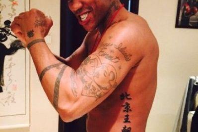 马布里新纹身是四个字:北京王朝(图)