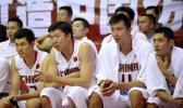 图文-[热身]中国男篮87比70立陶宛郅联场下观战