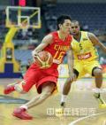 图文-[钻石杯]中国男篮VS澳大利亚 陈江华突破