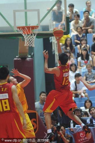 图文-[热身赛]中国87-67澳洲明星王磊冲入篮下