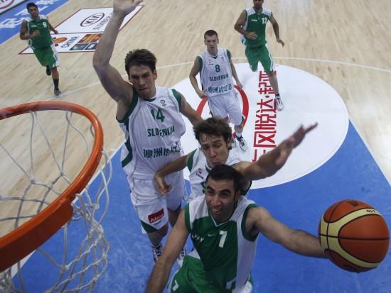 图文-[斯杯]斯洛文尼亚107-74伊朗卡瑞尼上篮