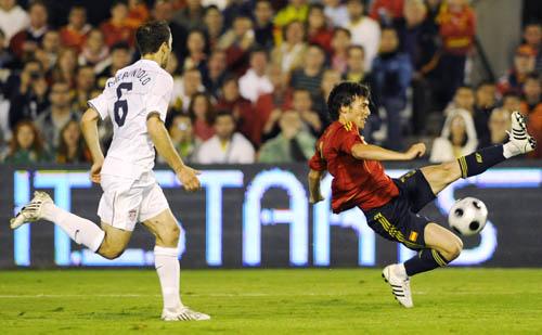 图文-[热身赛]西班牙vs美国瓦伦西亚射手高难射门