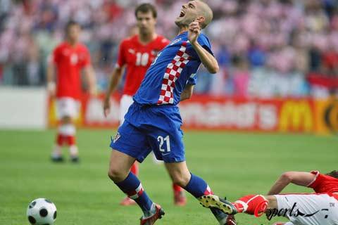 图文-[欧洲杯]奥地利VS克罗地亚彼得里奇遭遇黑脚
