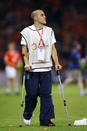 图文-卡纳瓦罗带伤观看比赛老队长没能带来好运