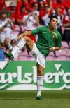 图文-[欧洲杯]捷克VS葡萄牙小小罗赛前预热身体