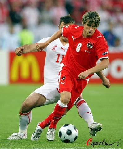图文-[欧洲杯]奥地利VS波兰莱特格布轻松过人