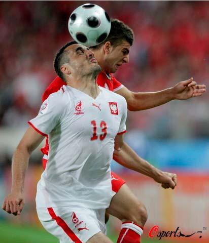 图文-[欧洲杯]奥地利VS波兰瓦希列夫斯基抢到头球