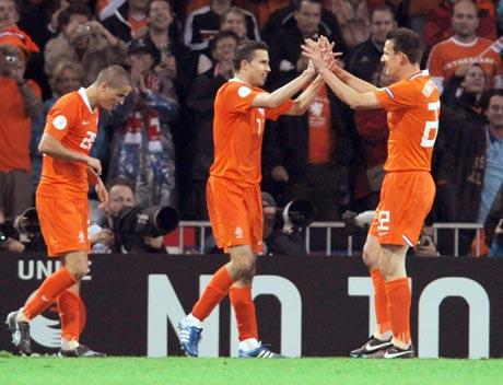 图文-[欧洲杯]荷兰2-0罗马尼亚海塞林克恭喜队友