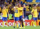 图文-[欧洲杯]俄罗斯2-0瑞典球队出局互相安慰