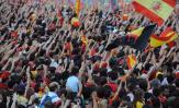 图文-西班牙队参加夺冠庆典球迷热情不可阻挡