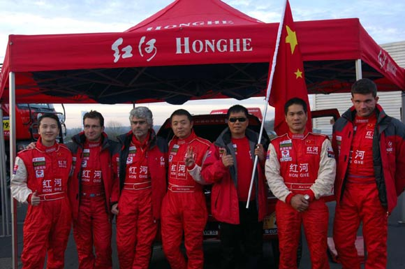 红河车队诺曼底举行发车仪式展现中国车队形象