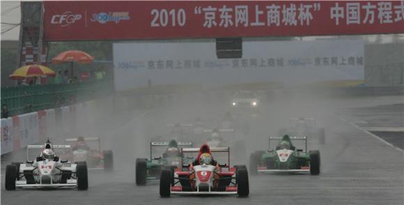 大雨中的激战