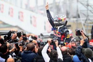 F1大结局:巴顿巴西雨战获胜维泰尔三夺世界冠军
