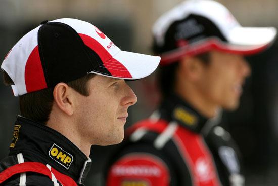 图文-F1巴林大奖赛正赛日戴维森和佐藤琢磨