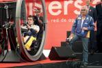 图文-加泰罗尼亚赛道周四影像阿布凝视阿隆索开车