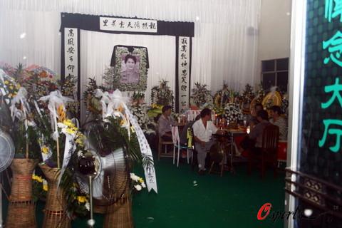 图文-车手徐浪追悼会杭州举行亲朋好友齐悼念