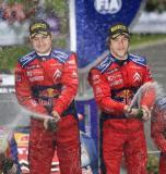 图文-WRC爱尔兰站第三日勒布与领航喷洒香槟