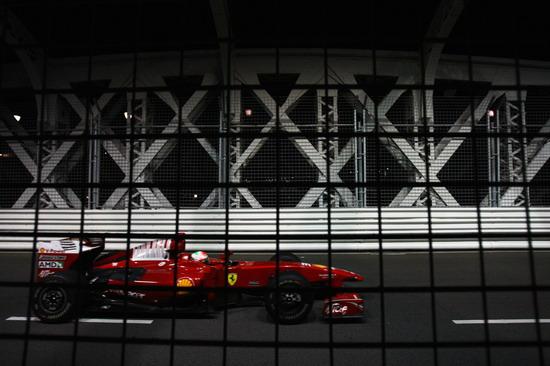 """图文-F1新加坡站正式比赛费斯切拉进""""牢笼"""""""