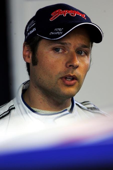 图文-世界车王挑战赛车手介绍安迪-普里奥克斯