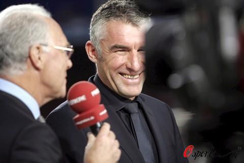 欧冠无缘半决赛联赛惨遭屠戮沙尔克有功主帅被解雇