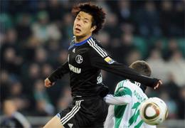德甲-沙尔克客场1-2狼堡蒿俊闵首秀变先发右后卫