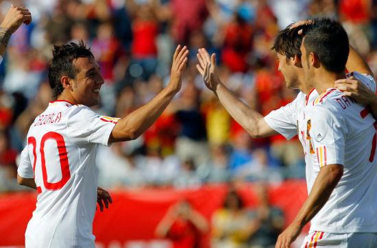 伊涅斯塔在比赛结束前的一次漂亮动作就获得美国球迷的阵阵掌声赞美.