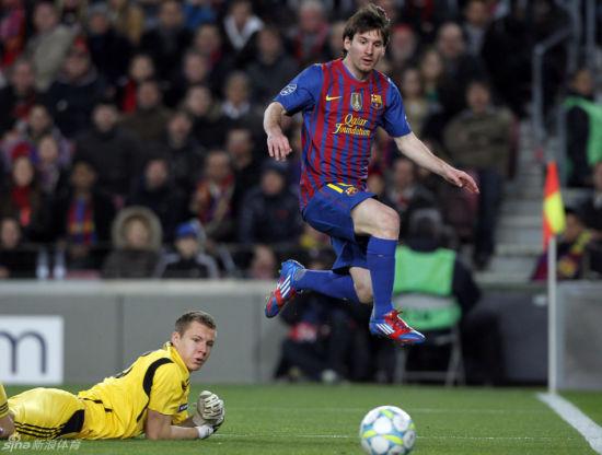 梅西是欧冠改制后唯一一位单场打进5球的球员
