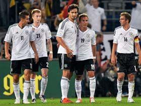 世预赛-厄齐尔梅开二度格策破门德国主场3-0完胜