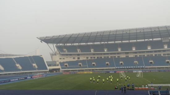 巴西队在雾霾中训练