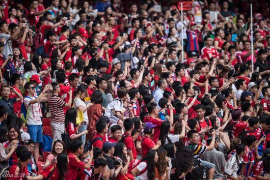 狂热中国球迷惊了拜仁球员 穆勒:记住鸟巢呼声