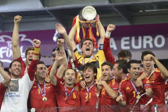 卡西利亚斯第三次以队长身份捧起洲际大赛冠军