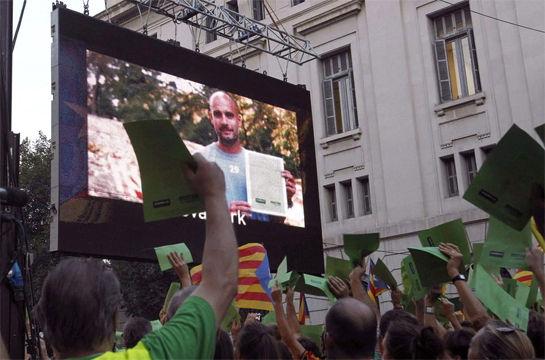 9月11日,瓜迪奥拉支持加泰罗尼亚独立的视频出现在巴塞罗那街头