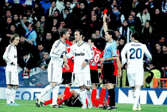 国王杯皇马与塞尔塔的比赛中,拉莫斯吃到红牌并因辱骂裁判被禁赛5场