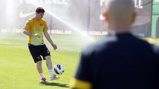 梅西重新进行有球训练