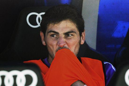 安切洛蒂决定将队长卡西利亚斯送上替补席的做法再次引发了争议