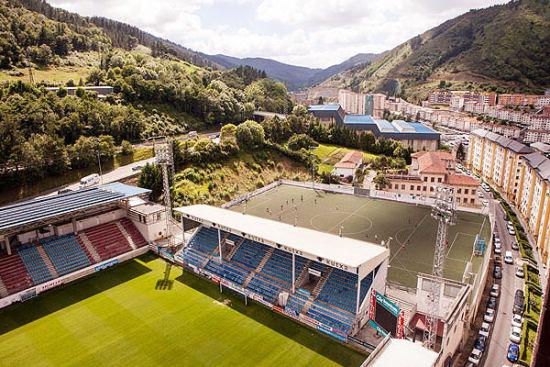 埃瓦尔俱乐部的主场――伊普鲁纳球场
