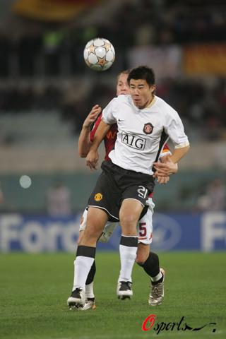 图文-[冠军杯]罗马1-1曼联中国小子不惧大场面