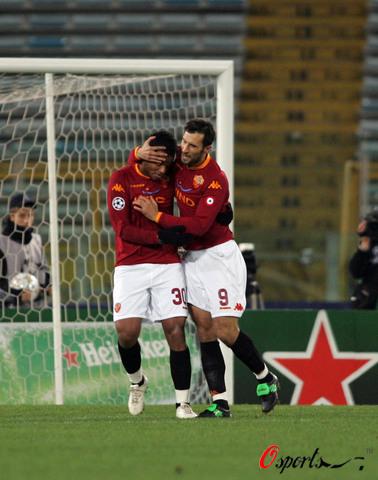 图文-[冠军杯]罗马1-1曼联扳平比分功臣进他人怀抱