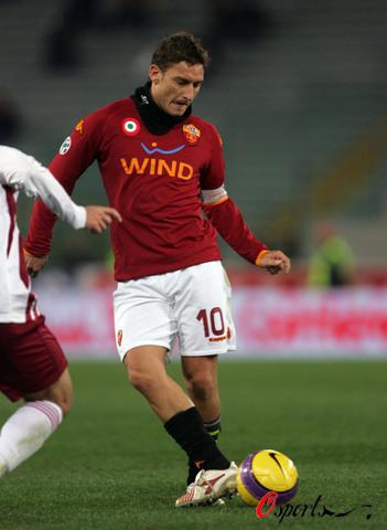 图文-[意甲]罗马2-0雷吉纳托蒂姿势一板一眼